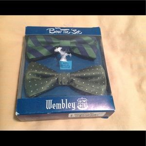 Wembley bow tie set. Green. NWT. Retails for $45.